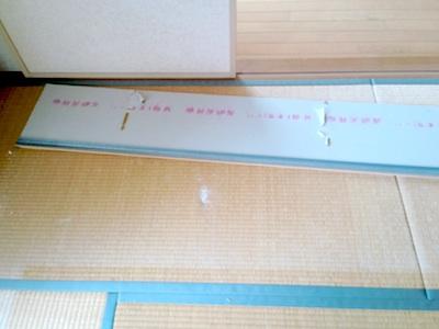 天井が落ちて畳にキズ